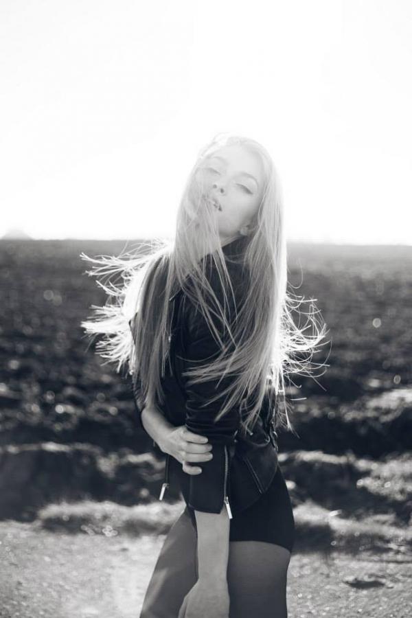 Model | Denisa R.