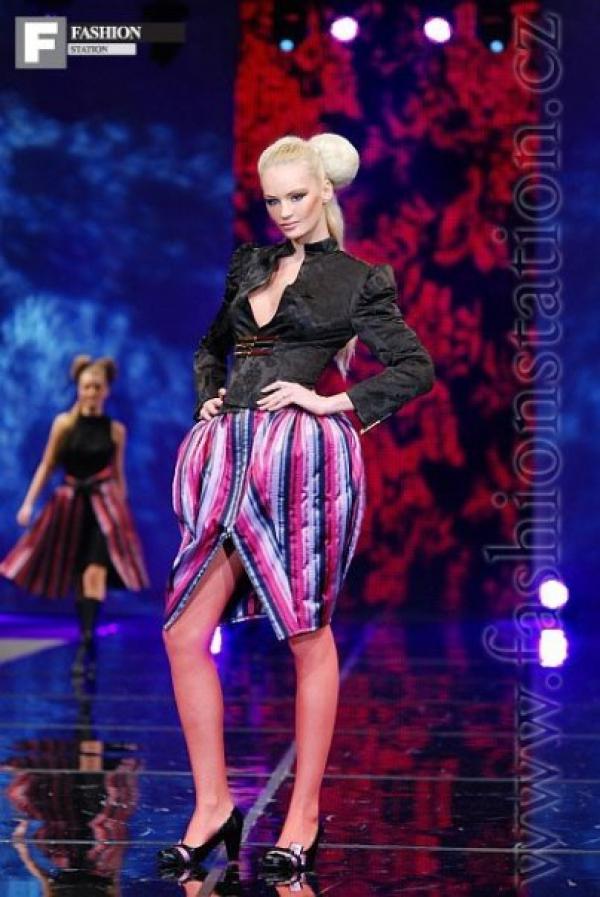 Model   Zina BARTOŇOVÁ